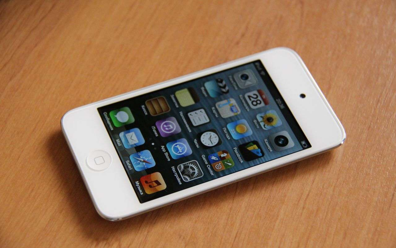 Белый iPod touch 4