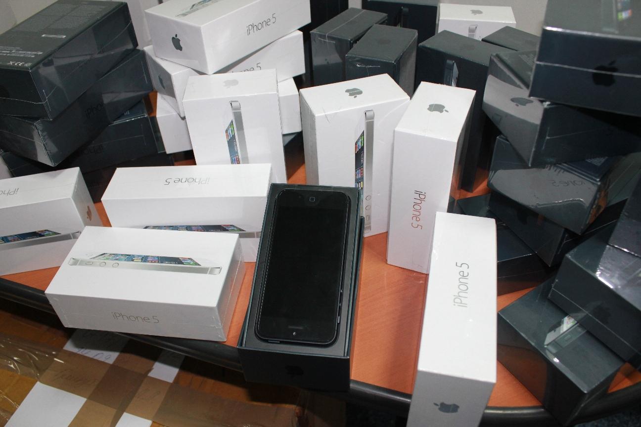 Контрабанда iPhone и iPad