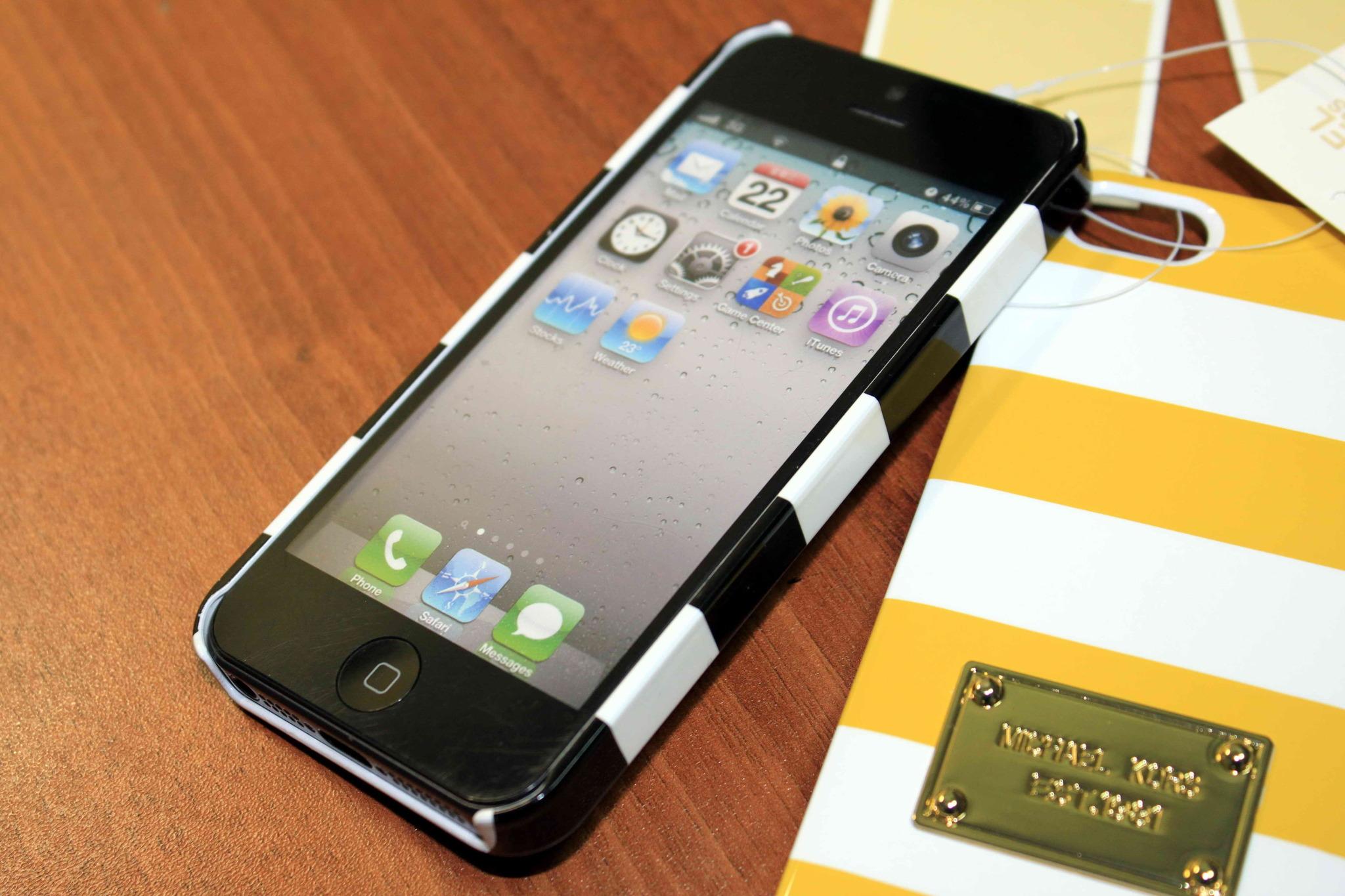 чехол от Michael Kors для IPhone 5