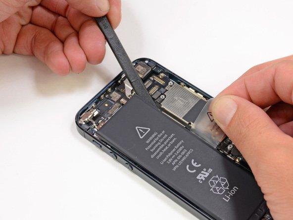 Окончательное снятие аккумулятора в iPhone 5(s)
