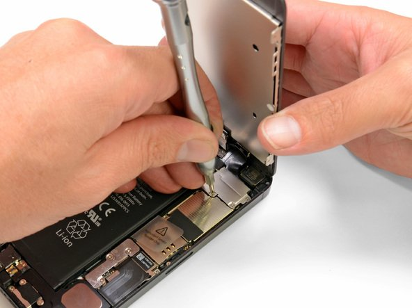 Открепление держателя составного шлейфа передней панели iPhone 5(s)