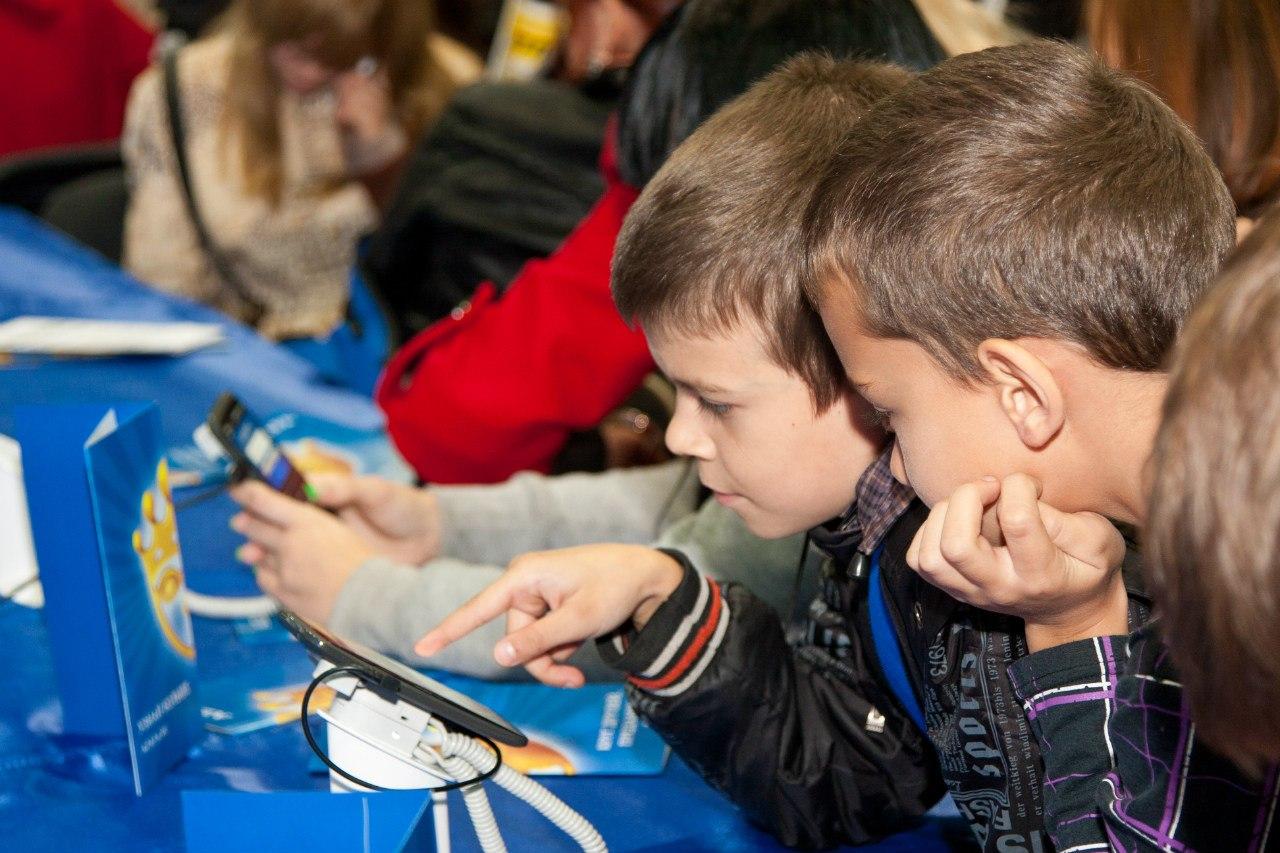 Школьники iPhone