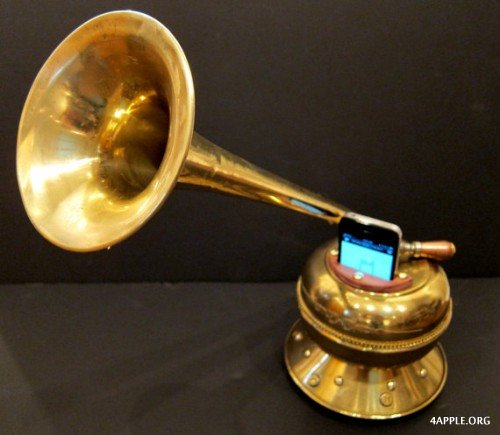 1345459999_iphone_victrola-500x435