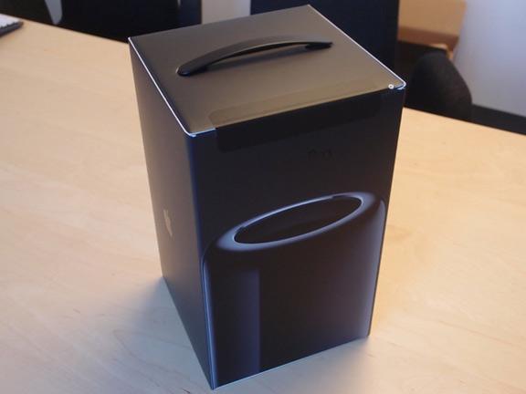 1387537665_mac-pro-unbox-1