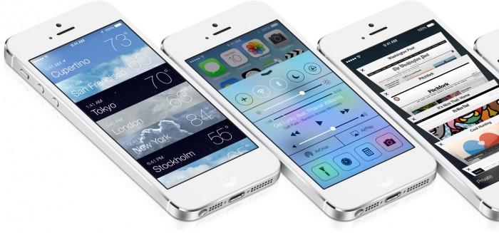 Три айфона с примерами виджетов