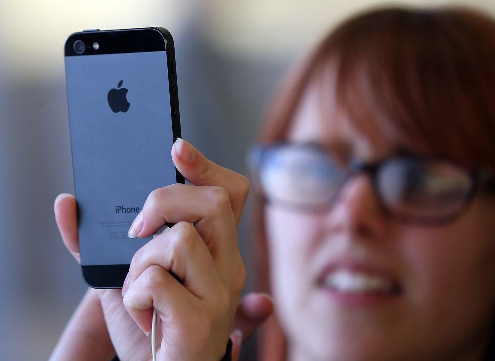 Apple существенно сокращает объемы производства iPhone 5c
