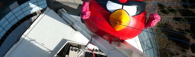 Птичка из Angry Birds на башне в Сиэтле