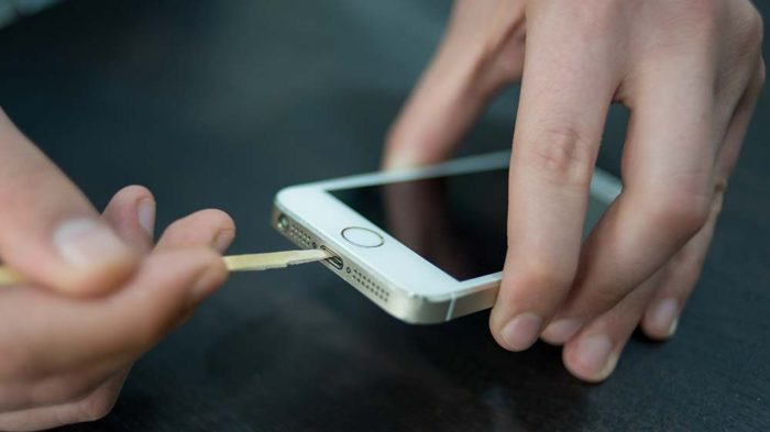 Чистка разъема айфона