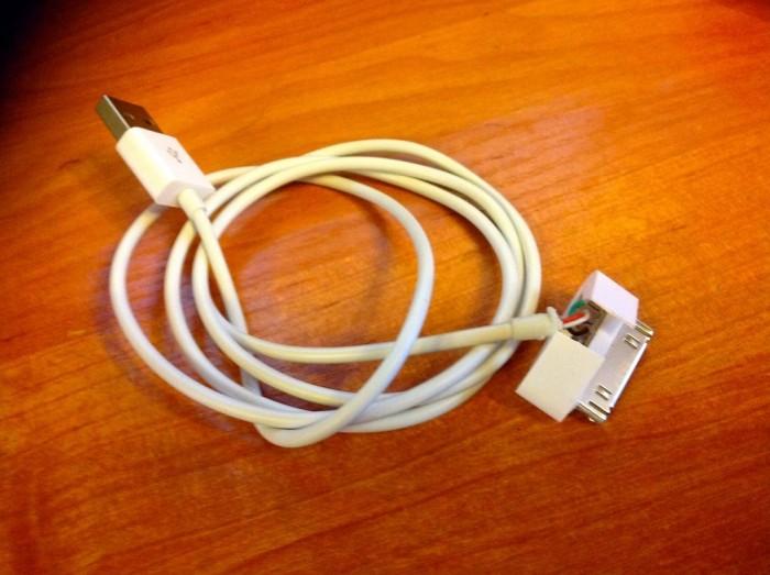 Повреждённый USB кабель